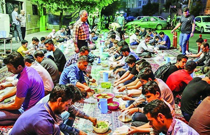 Every passerby is invited: Communal Iftar meals in Tehran