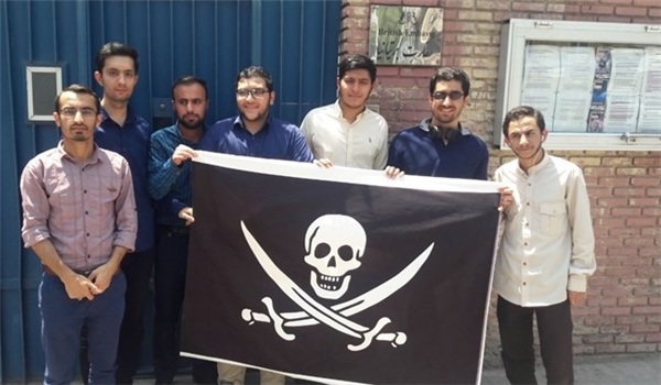 Iranian Students Gift British Envoy 'Jolly Roger' in Protest at Seizure of Oil Tanker
