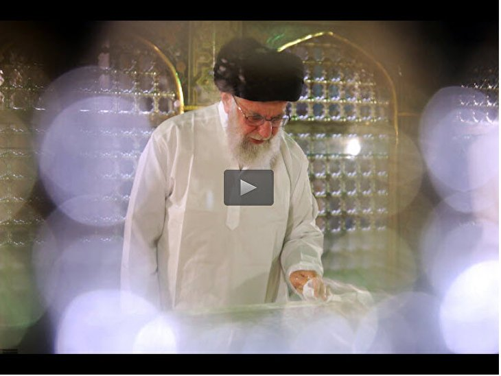 Imam Khamenei attended ceremony of cleaning Shrine of Imam Ridha (a.s)
