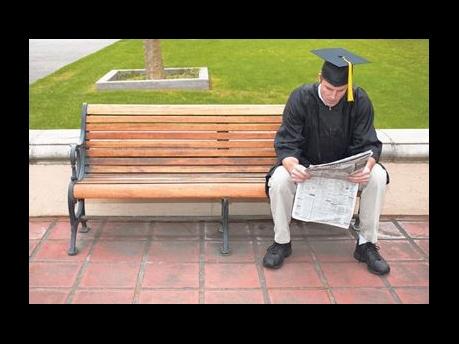 مهندسی فرهنگی پیش نیاز حل بحران بیکاری دانش آموختگان