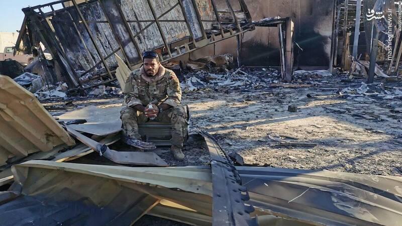 چهره سرباز آمریکایی روی ویرانه های پایگاه عین الاسد