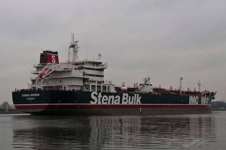 توقیف یک فروند نفتکش انگلیسی در تنگه هرمز توسط نیروی دریایی سپاه +عکس و واکنشها